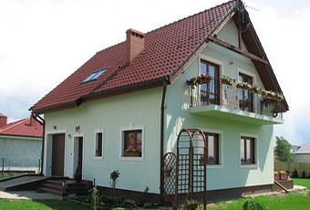Klasyczna i prosta elewacja domu 1