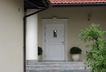 Jednopoziomowyy dom z kolumnami prostymi 3
