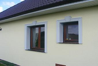 Klasyczna fasada z listwami elewacyjnymi 1