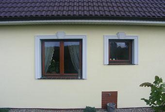 Klasyczna fasada z listwami elewacyjnymi 2