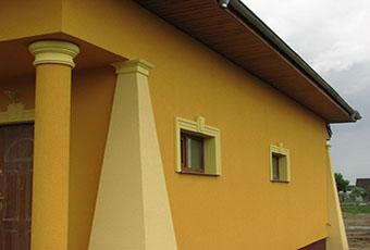 Oryginalna elewacja z ciekawymi kolumnami 4