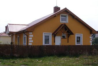 Dom z ciekawie zaaranżowanymi kolumnami 1