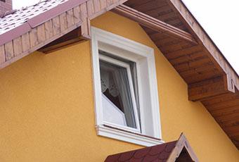 Dom z ciekawie zaaranżowanymi kolumnami 2