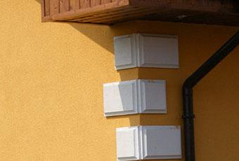 Dom z ciekawie zaaranżowanymi kolumnami 5