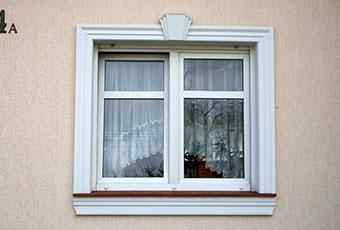 Stylowa aranżacja z łukami okiennymi i oknami prostymi 4
