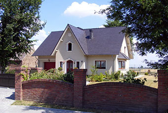 Ładny domek z ciekawym wejściem i indywidualnym dekorem 1