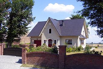 Ładny domek z ciekawym wejściem i indywidualnym dekorem 2