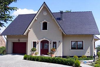 Ładny domek z ciekawym wejściem i indywidualnym dekorem 4