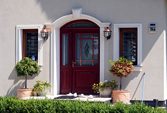 Ładny domek z ciekawym wejściem i indywidualnym dekorem 5